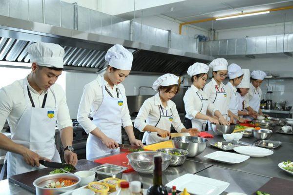 Khu bếp thực hành trường ĐH HUTECH